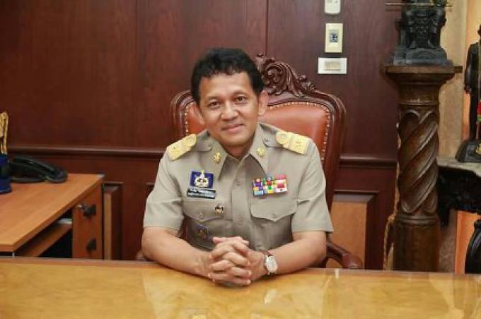 Le gouverneur de Phuket plaidoie sur sa page Facebook, aux résidents de ne pas adhérer à la nouve